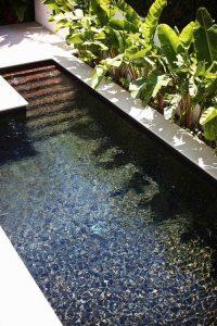 Mini piscine avec escalier
