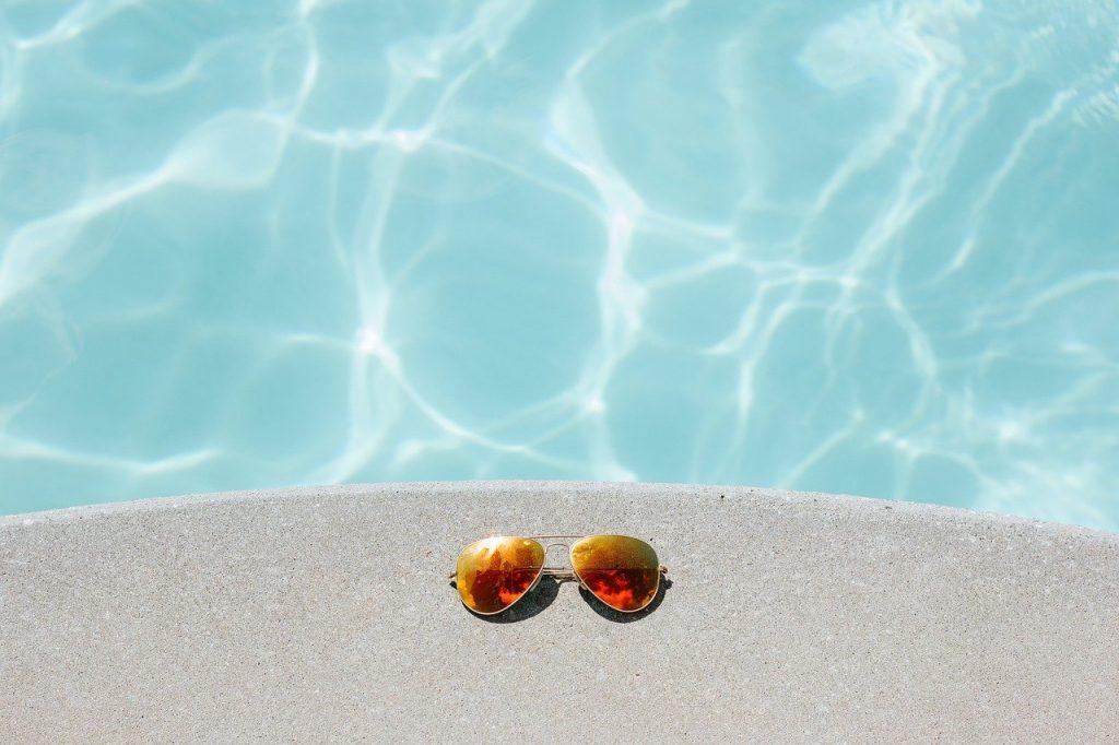 lunettes et piscine